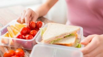 Lista alimentelor care provoaca inflamatii grave in corp. Ai grija, si tu le consumi!