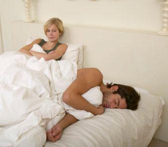 Femeia care cerseste partide de amor de la logodnicul ei in fiecare zi. Motivul este infricosator